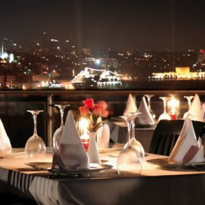 Аренда яхты для свидания с ужином