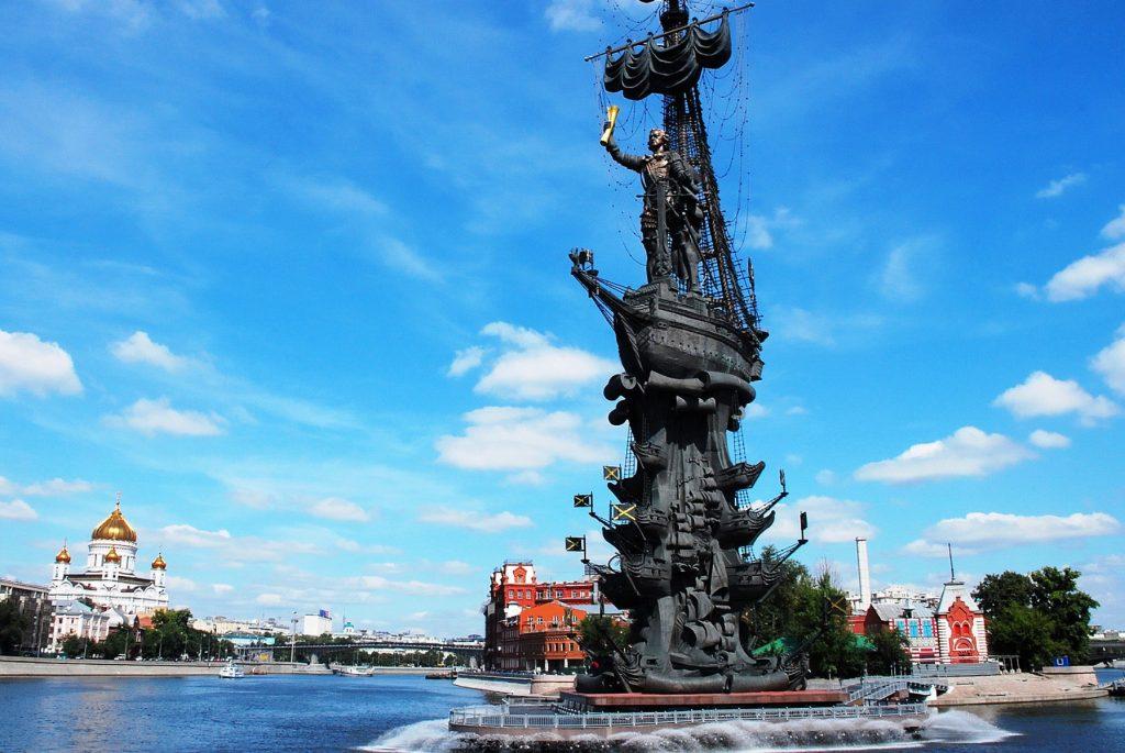 памятник царю Петру I